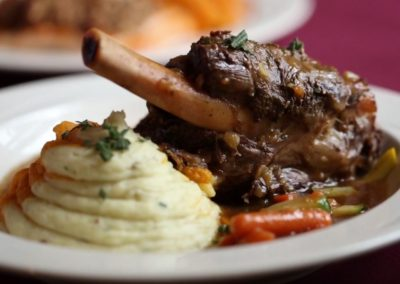 christmas-farm-inn-dining-lamb-shank