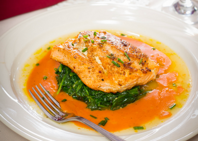christmas-farm-inn-dining-salmon