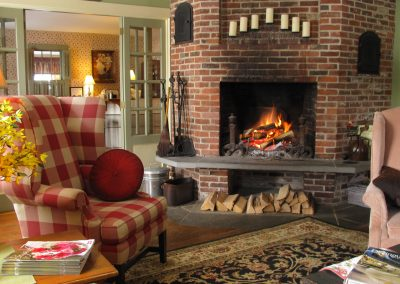 christmas-farm-inn-sitting-room-fireplace